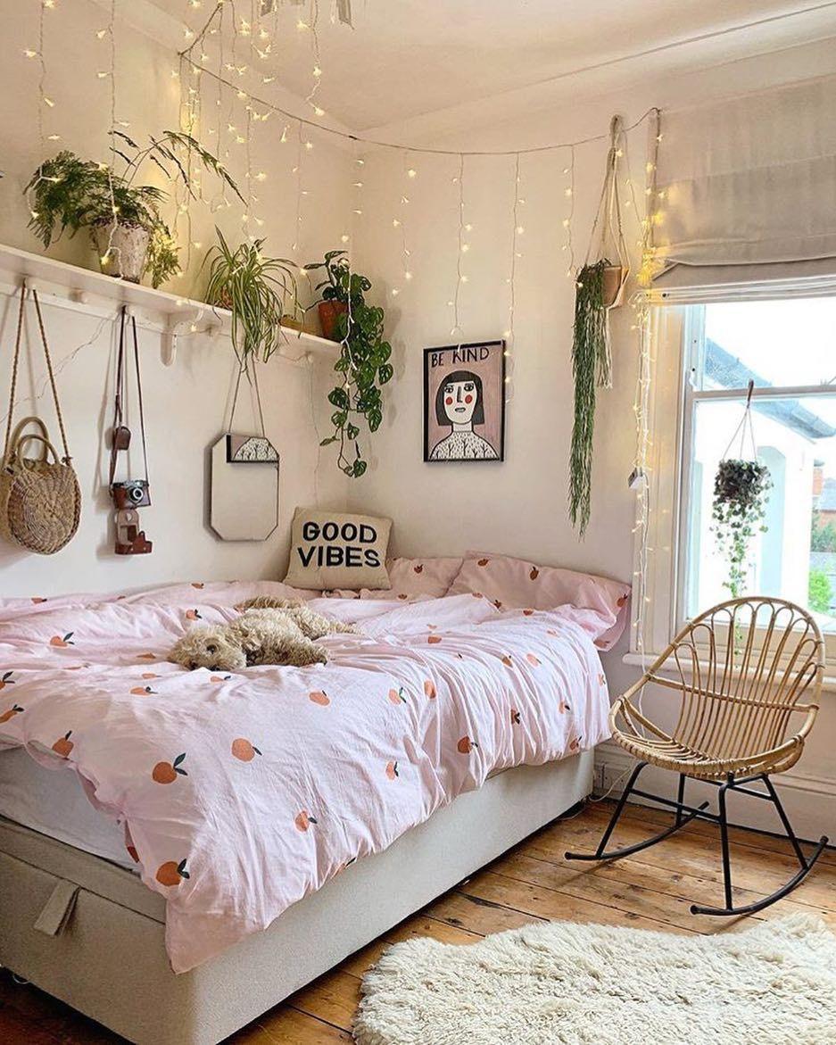 Interior Inspiration On Instagram Plants And Lights Look So Beautiful Together Credit Deecamp Room Inspiration Bedroom Dorm Room Decor Aesthetic Bedroom