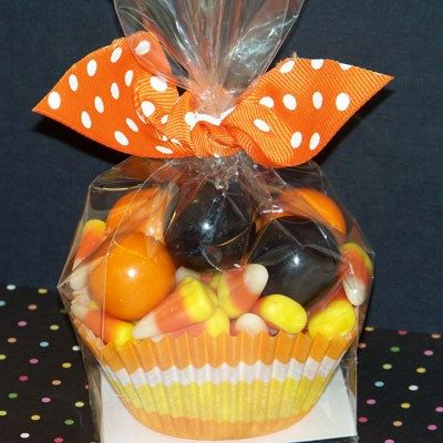 6 Candy Cupcake favors perfect for birthday favors Всякая херня - halloween treat bag ideas