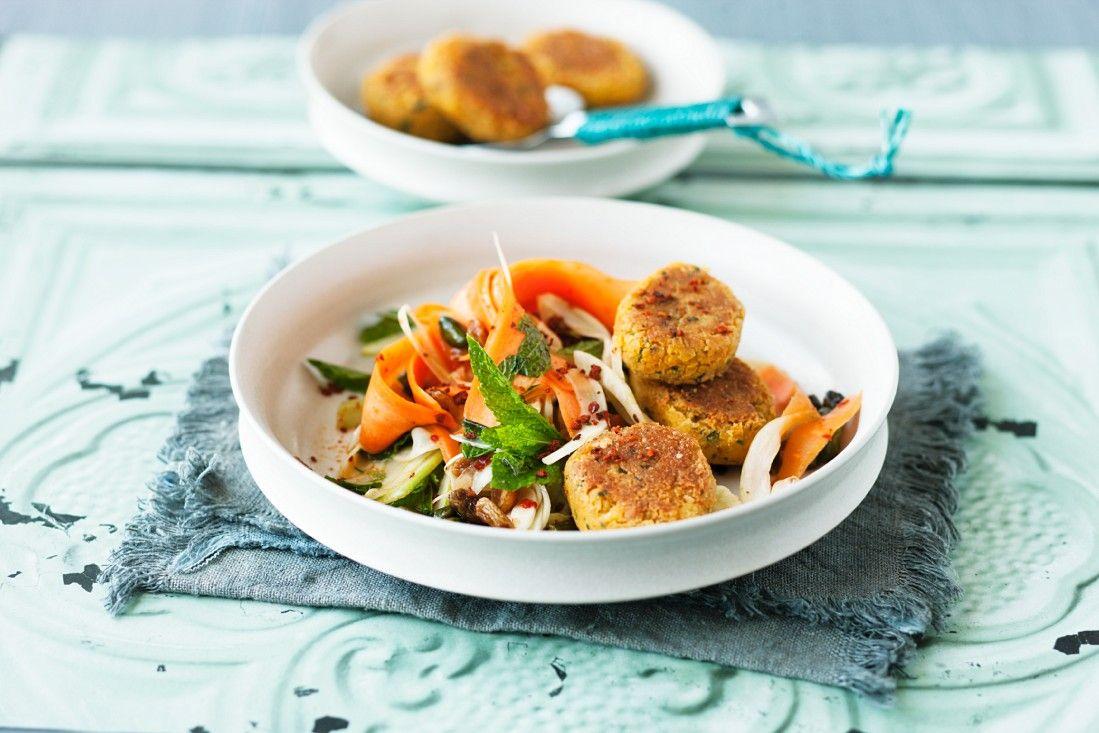 So wird Falafel gemacht: http://eatsmarter.de/rezepte/falafel-mit-salat