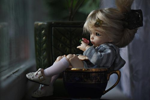 dollshousedropin:  Some tea….In a tea cup (by Toy People)