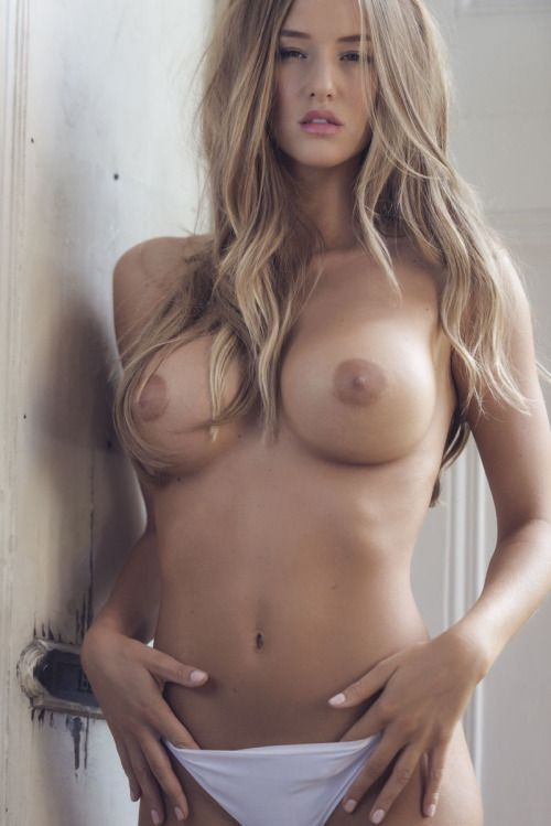Ladies Teen Blondes Boob 32