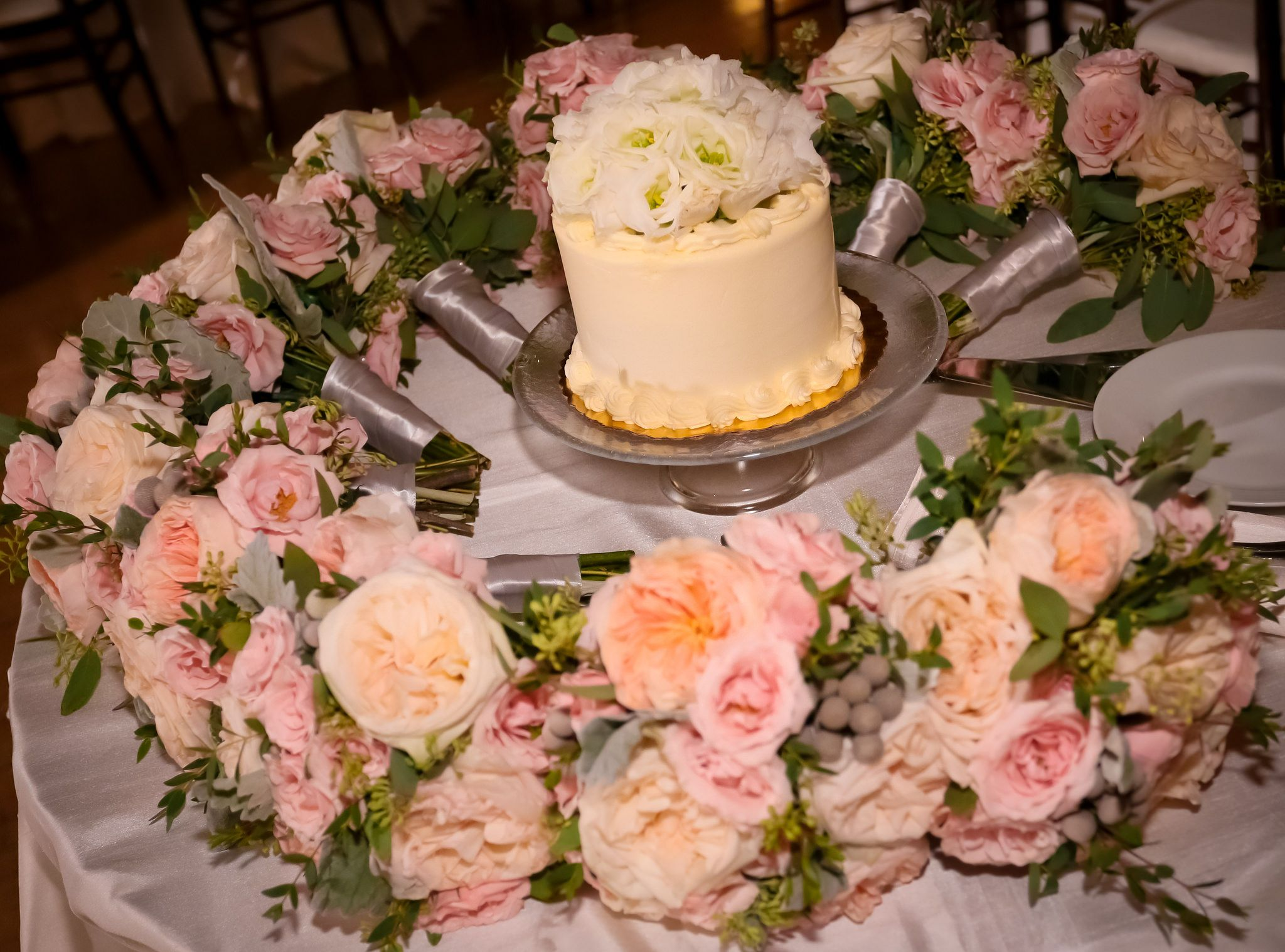 Simple wedding decoration designs  Cake and bouquets nothing better blisschicago weddings amazing