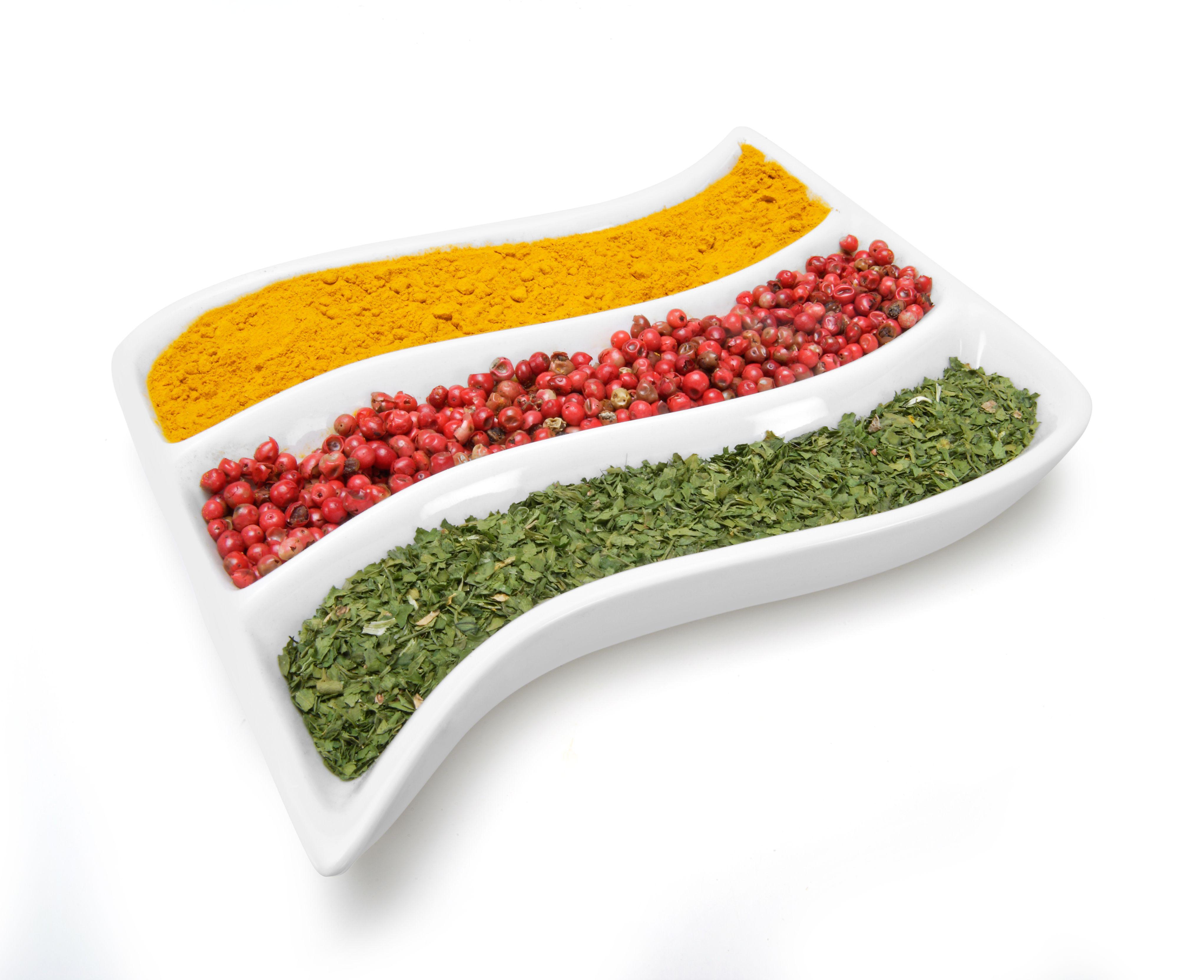 Especias en cuenco de porcelana; un toque elegante./ Spices in an ivory bowl; a smart touch.