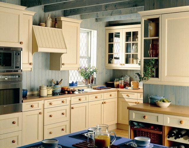 Shabby chic küche im landhaus look design abzugshaube eingebaute elektrogeräte