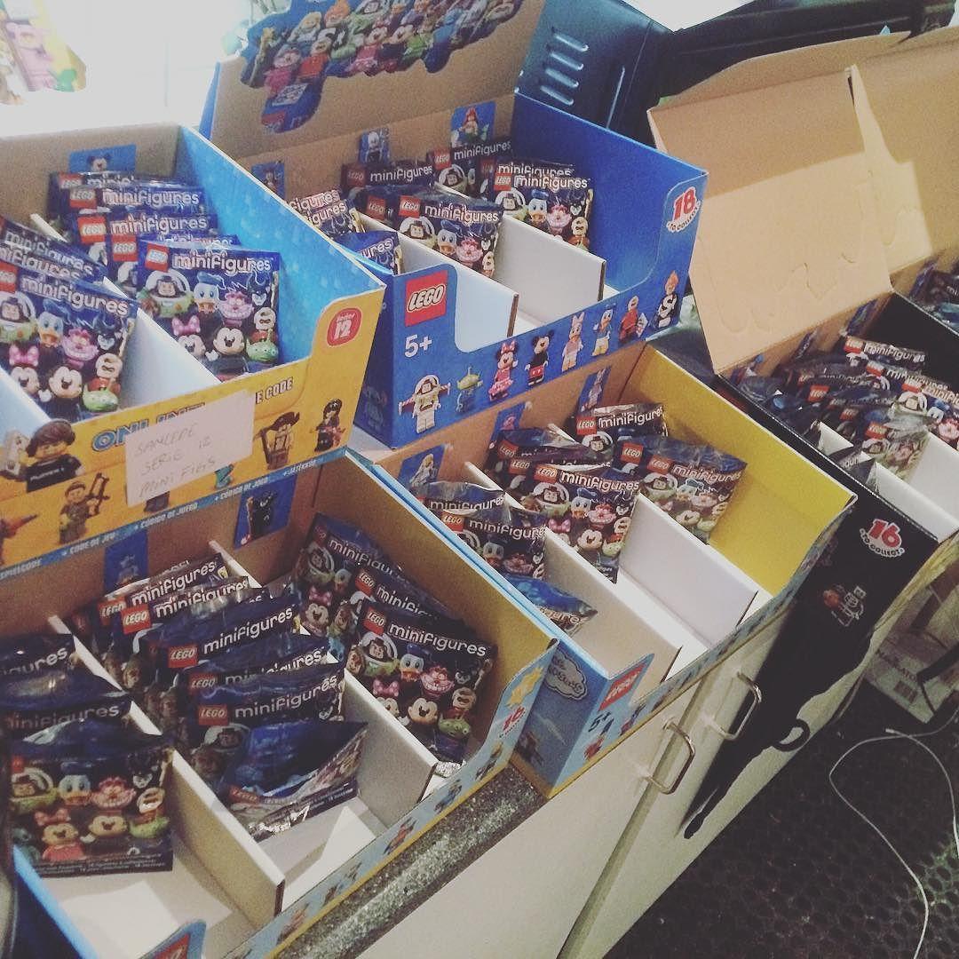 Den store pakkefabrik er i gang! LEGO Disney figurerne er nemlig endelig på lager. Hele sæt kan købes på superhelten.dk :) #lego #afol #disney #minifigs #legominifigures #legostagram #superheltendk #superhelten #østerbro by superheltendk