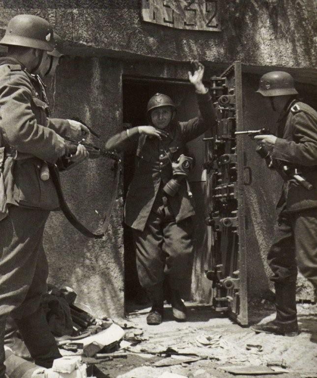 juin 1940 ce soldat fran ais de la ligne maginot se rend aux allemands en r gle g n rale. Black Bedroom Furniture Sets. Home Design Ideas