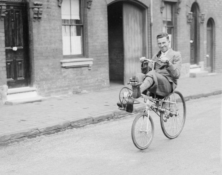 Liegender Raser:  Das erste Liegerad ging bereits 1914 bei Peugeot in Serie....