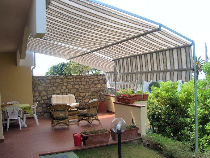 Tenda da sole ad attico bianca e beige