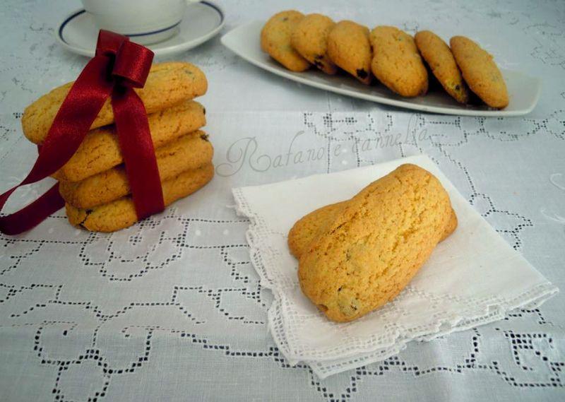 I biscotti di polenta sono fatti con la farina di mais. Ottimi per la colazione, da inzuppare nel latte, o per la merenda...