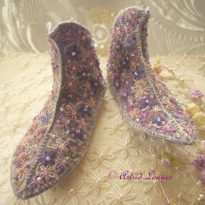 Beautiful shoes  http://astrid-magicalworld.blogspot.nl/2013/07/fairy-shoes.html