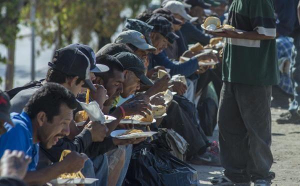 Miles de mexicanos de California deportados podrán regresar a EE.UU. - Yahoo Noticias