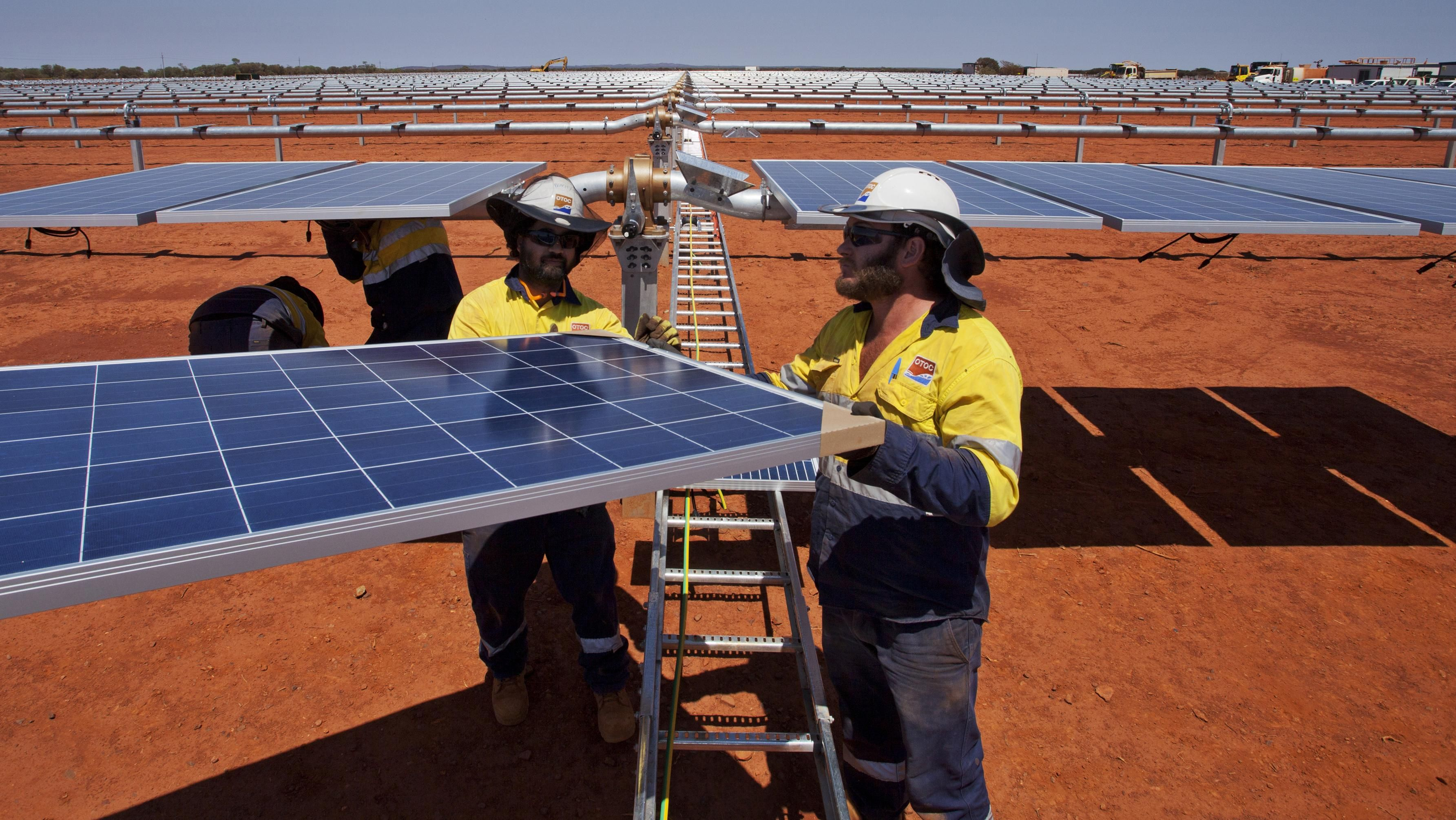 Australian Mines To Be Powered With Hybrid Solar Wind Gas And Batteries Solar Solar Farm Renewable Energy Projects