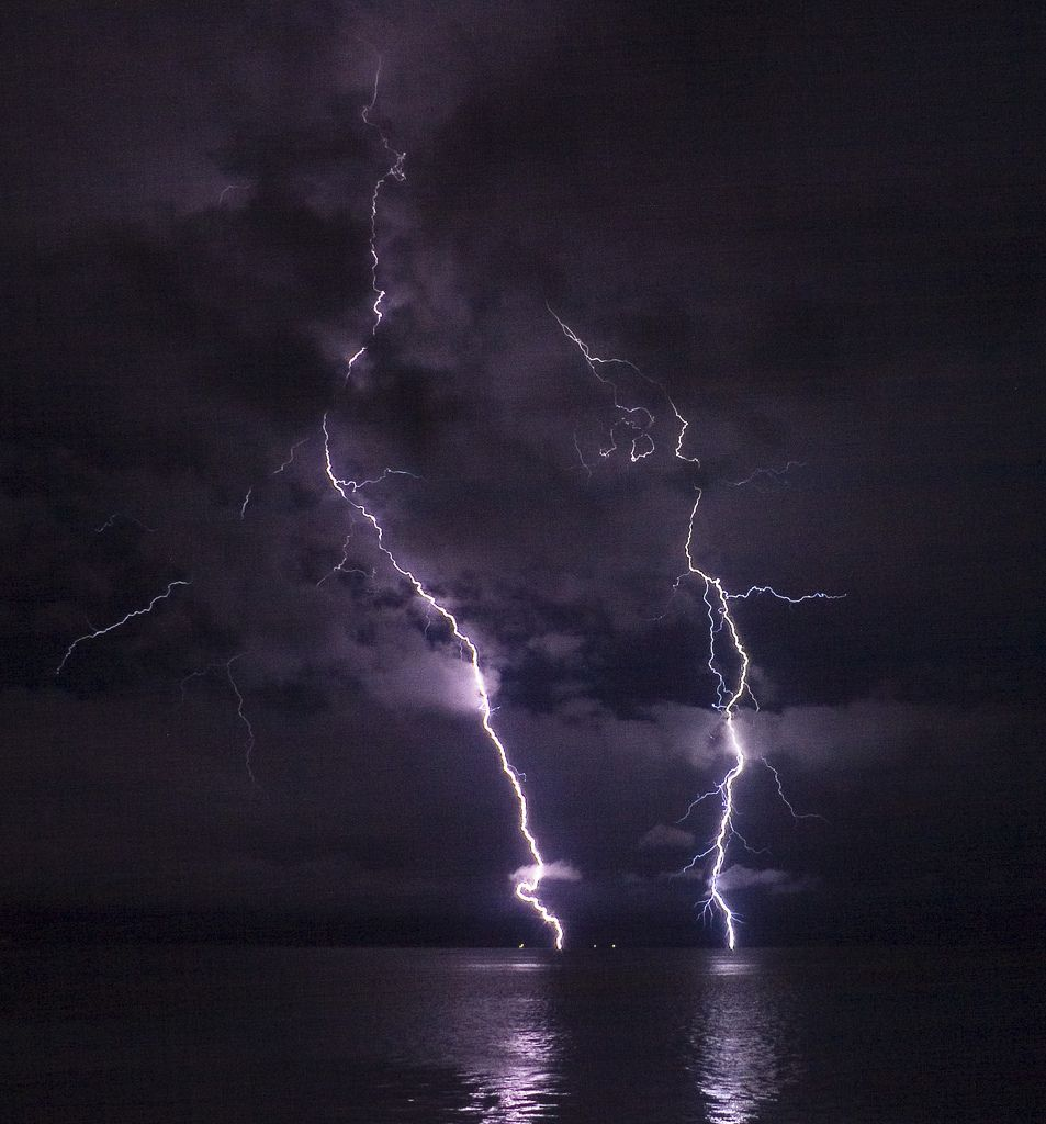 lightning file phatman lightning on the columbia river by sa