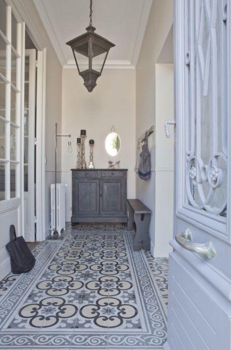 casa decorada estilo provenzal franc s actualizado home pinterest flure fliesen und fu boden. Black Bedroom Furniture Sets. Home Design Ideas