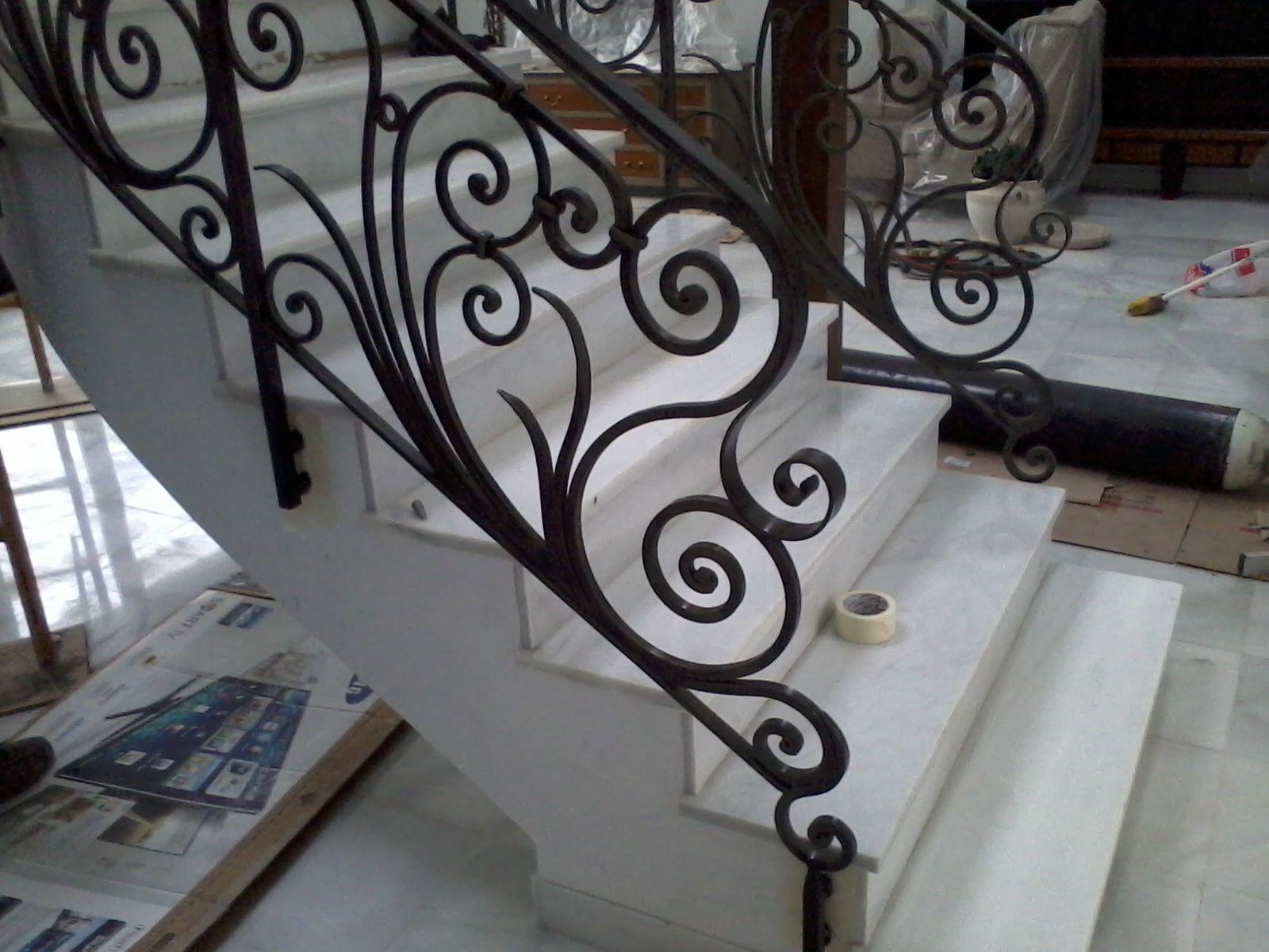 Arranque de escalera baranda de forja estilo imperial - Barandas de forja ...
