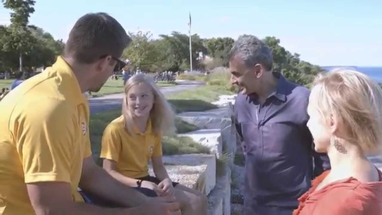Aaron Rodgers Surprises Annie And An Entire Neighborhood Full Story Itsaaron Com Goldinseptember Aaron Rodgers Rodgers Green Bay Little Girl Lost