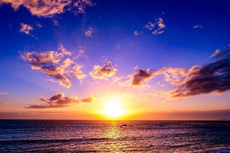 Yohei FurueさんはInstagramを利用しています:「静かな17時 . . . location:kanagawa . . 空と海と夕陽だけで充分なので、この組み合わせをずっと撮り続けてます。色々撮ってはいるけど、たぶんこれはこれからも変わらないと思う。 . . #夕陽 #夕焼け #夕暮れ #空 #風景 #写真好きな人と繋がりたい…」