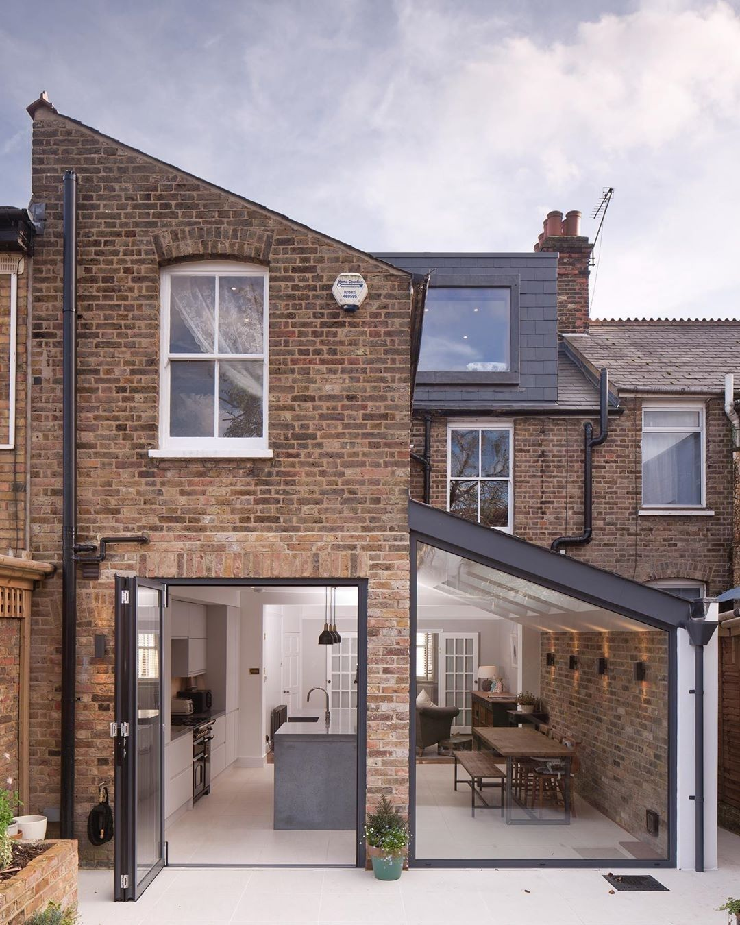 """UK Architecture on Instagram """"Amazing rear extension to this Victorian Terrace ment what you think below👇🏻 📍Hertfordshire  Designed by gazeyarchitects Owner …"""""""