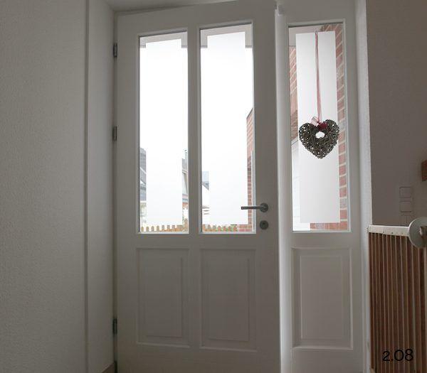 Haustür innen  Klassische Haustüren: weiße Rahmentür mit Seitenteil von innen ...
