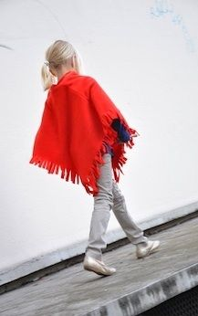 Between The Lines simple fleece poncho