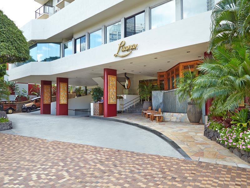 Luana Waikiki Entrance