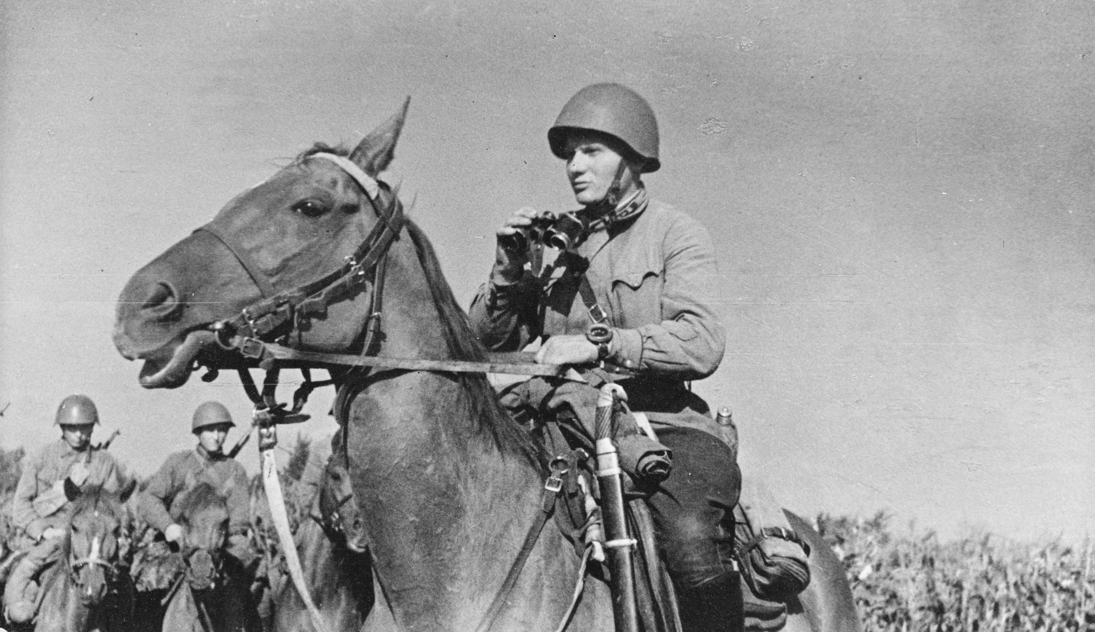 Soviet cavalry ready for action. Note the lieutenant's sword hanging from the saddle and his high impact wrist watch. Pin by Paolo Marzioli