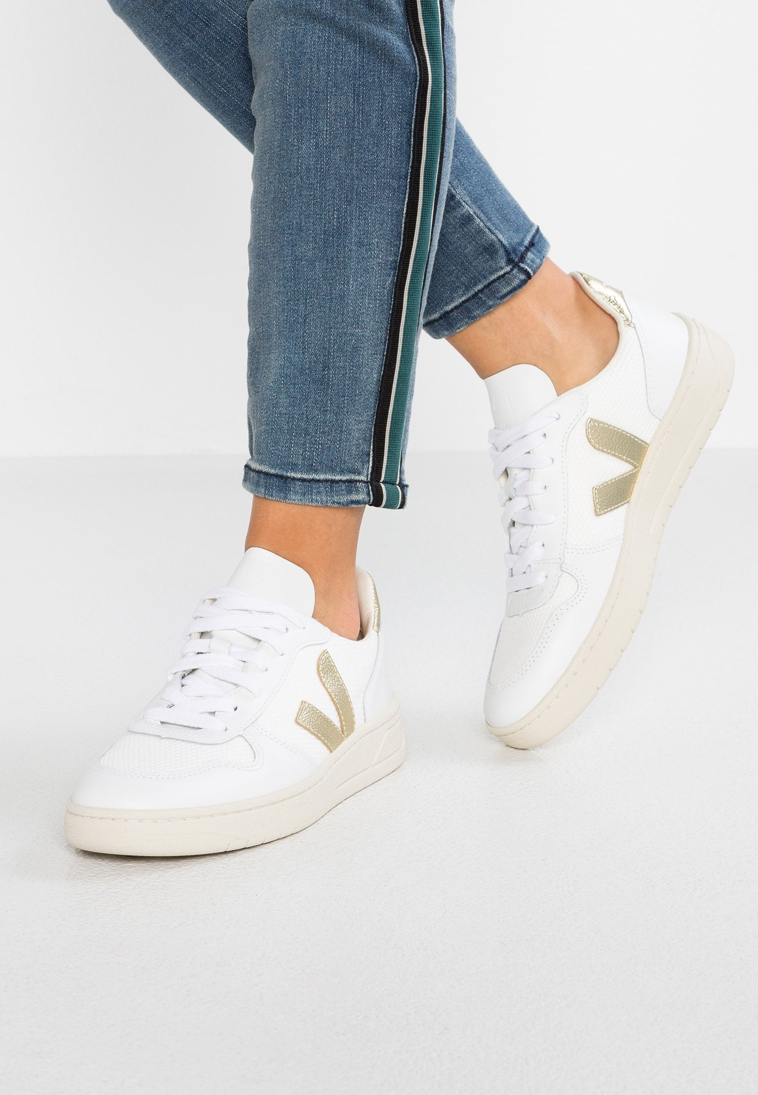 bbefbe64eb18f1 V-10 - Sneakers laag - white/gold @ Zalando.be 🛒 en 2019 | Shoes ...