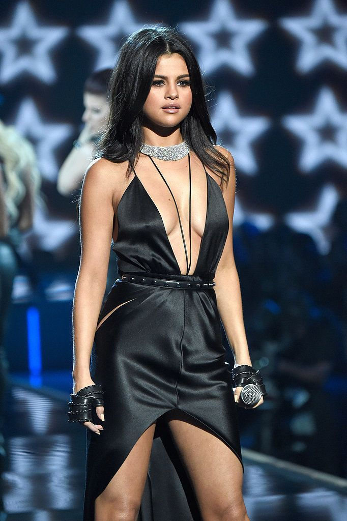 Selena Gomez's Sexiness Fits Right in on the Victoria's Secret Fashion Show Runway - Famous Last Words