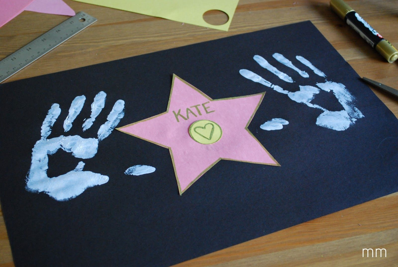 How cute is this! Who needs a star on the Walk of Fame when you can make your own! MirandaMade: Your Own Hollywood Star #hollywoodstars
