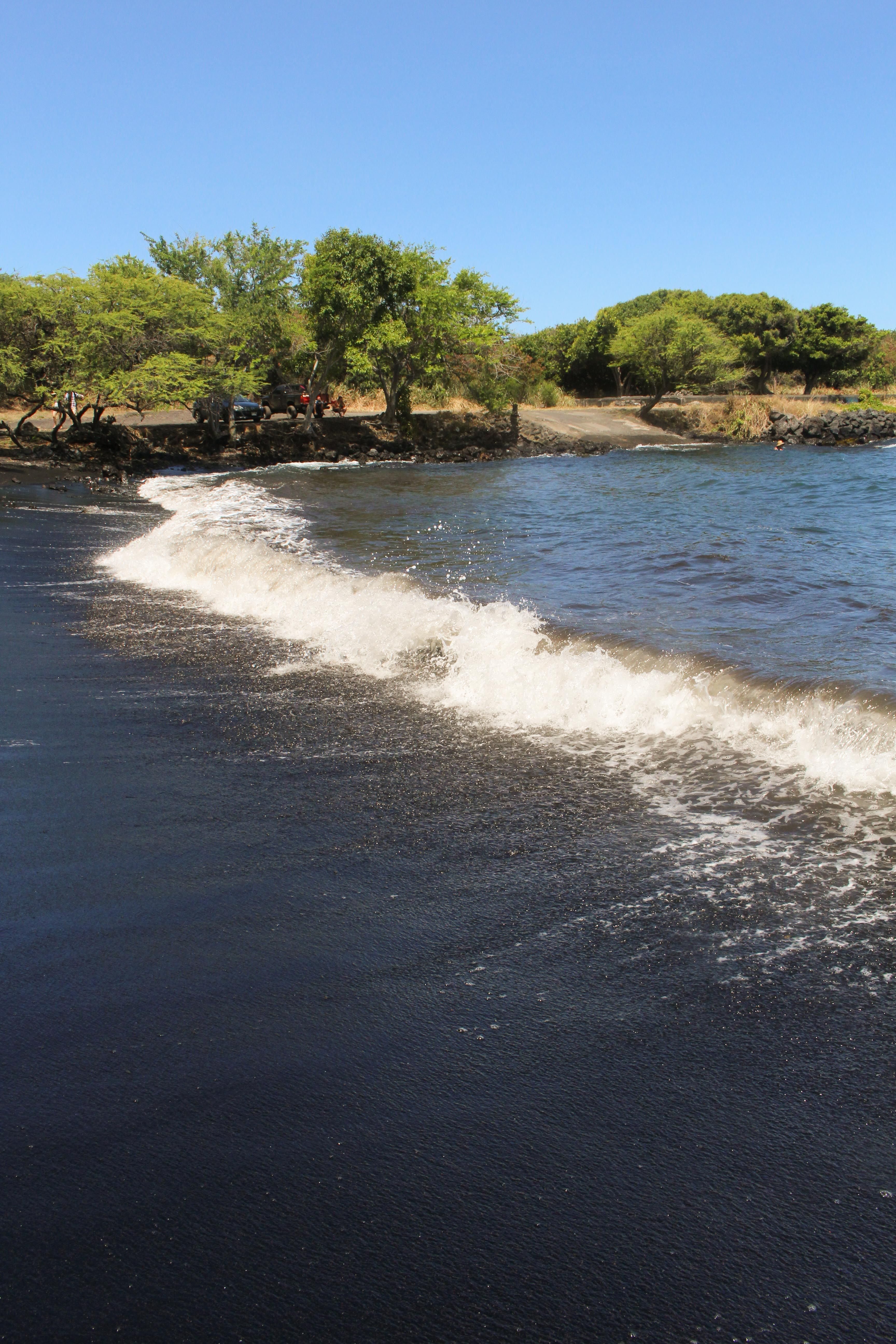 Black Sand Beach Hawaii Check Out This Gorgeous On The Island Travel Guide Two Weeks In