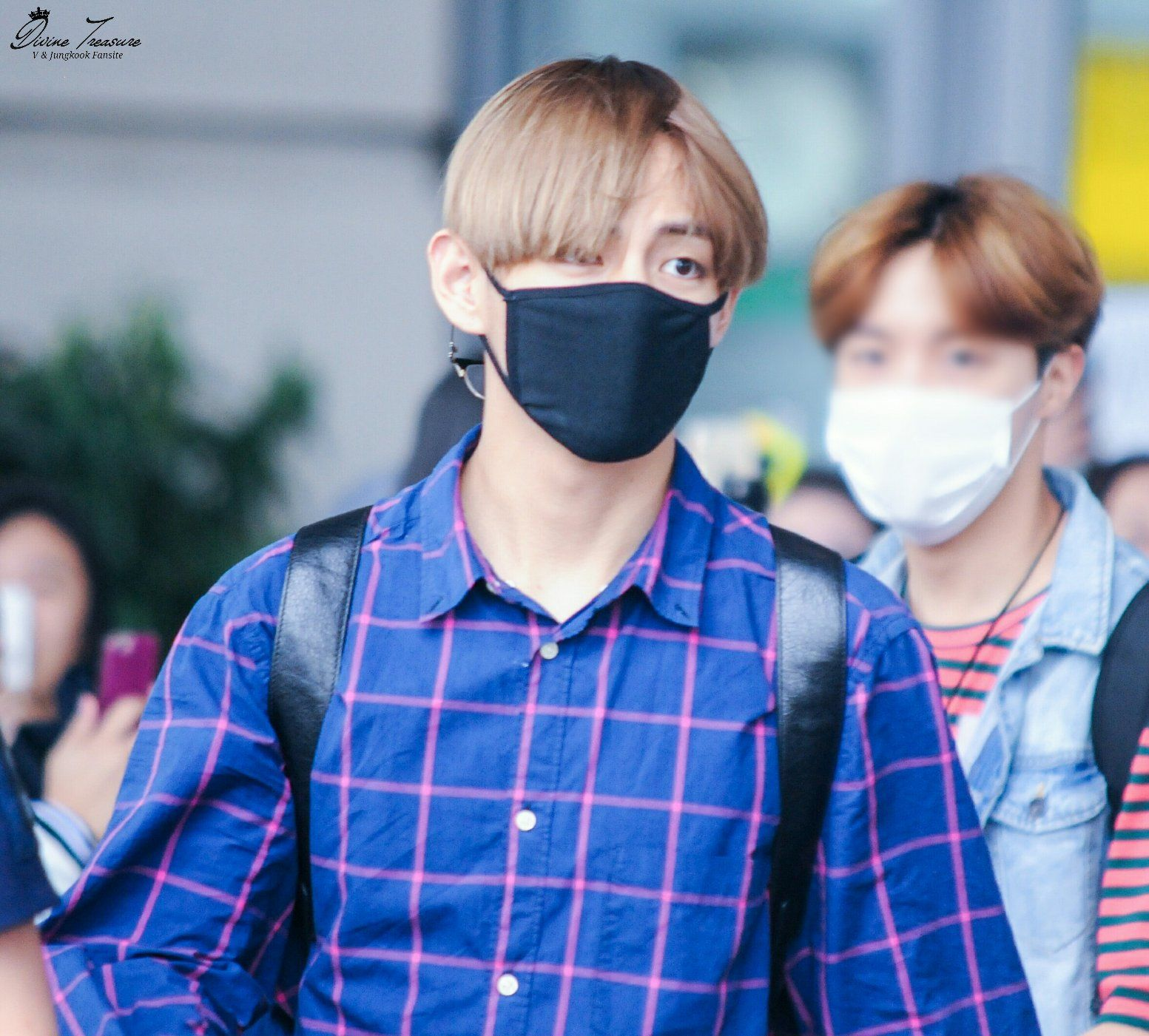 "Divine Treasure on Twitter: ""160623 뉴욕 입국 @BTS_twt  #태형 #뷔 #Taehyung #V https://t.co/qW7T3sTzpz"""