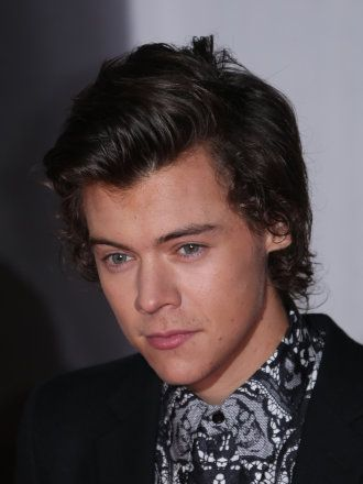 Harry Styles And Taylor Swift Hook Up At Pre Oscar Party Ooo I Say Mr Styles 3 Harry Styles Short Hair Harry Styles Images Harry Styles