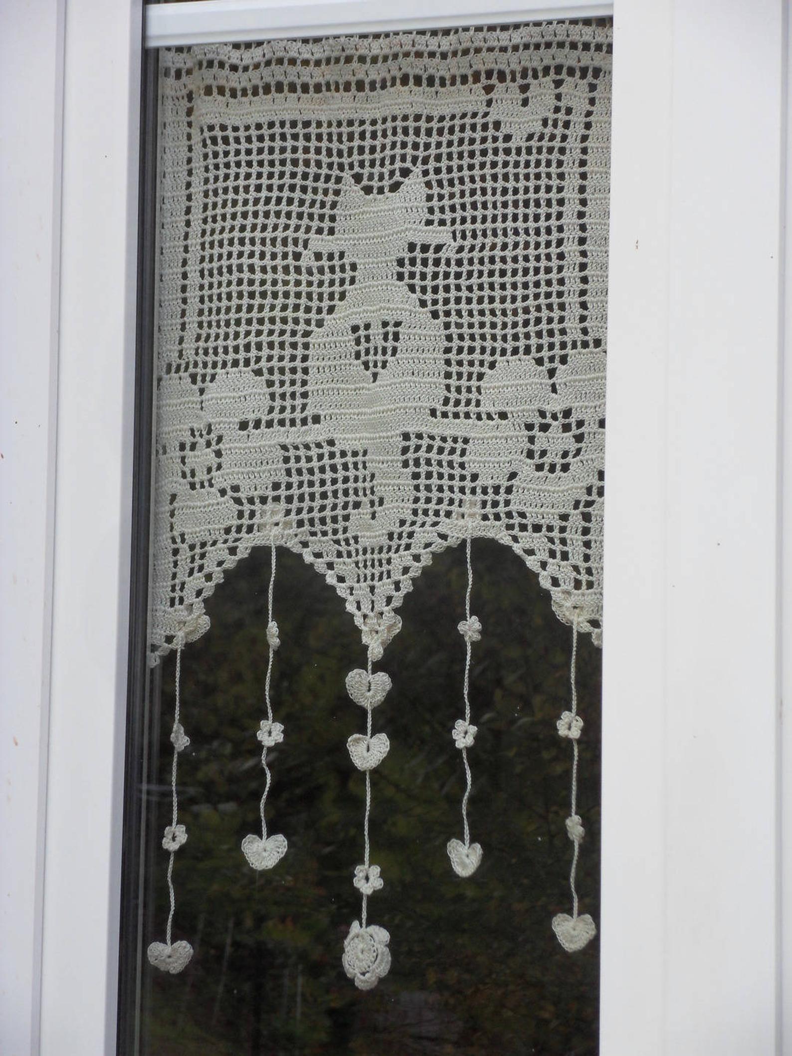 Brezza di tenda di gatto ecrù bacio in fiori