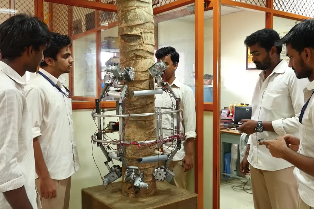 Indian robot climbs trees to harvest coconuts in 2020