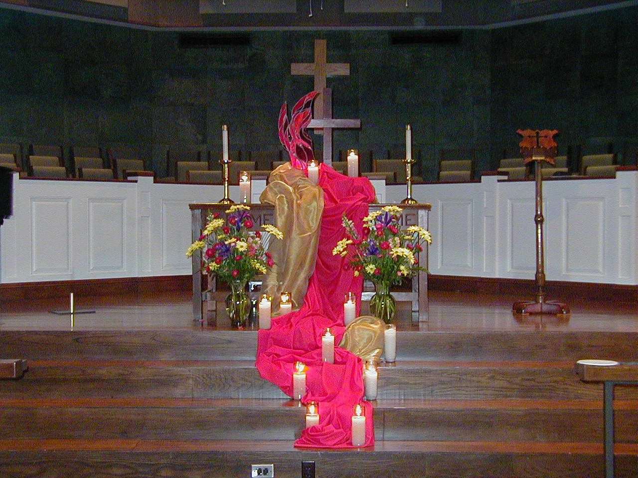 Pentecost sunday altar display interesting flow idea for Dekoration und display