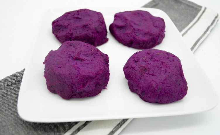 These gorgeous, aromatic Purple Sweet Potato Cakes are nothing short of spectacular! From the rich jewel-toned colors to the sweet and savory flavors, it's safe to say that your weekly menu just became a lot more interesting.  Options are endless with this type of sweet potato, as you can make it sweet or savory depending on the seasonings, which means that these cakes will add a whole new dimension to whatever you choose to eat them with. Get the full recipe on Triad to Wellness…