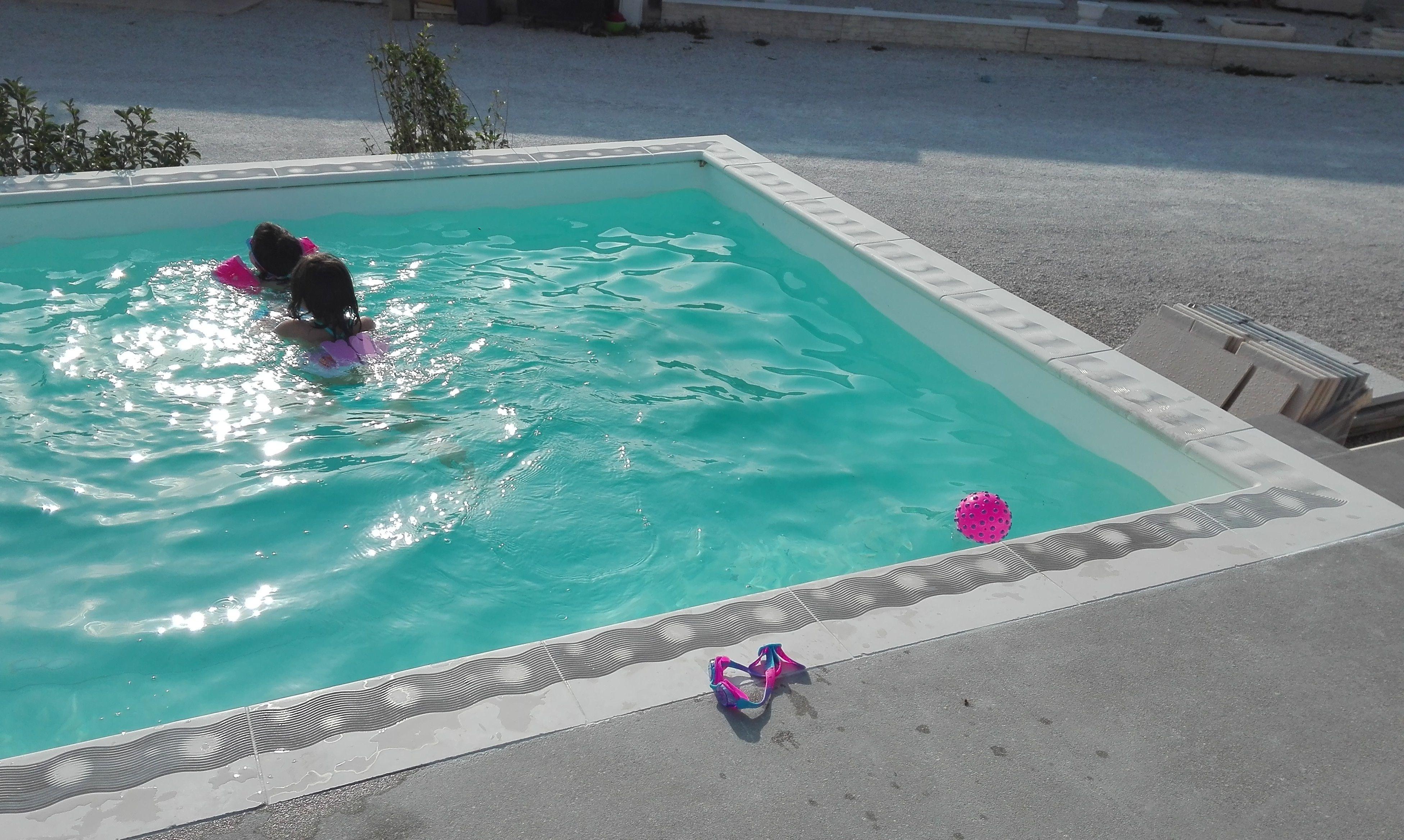 am nagement des abords de piscine hors sol avec des. Black Bedroom Furniture Sets. Home Design Ideas