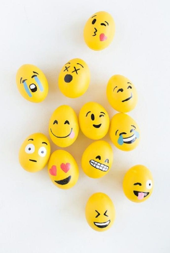 Make EMOJI EASTER EGGS using markers and yellow paint