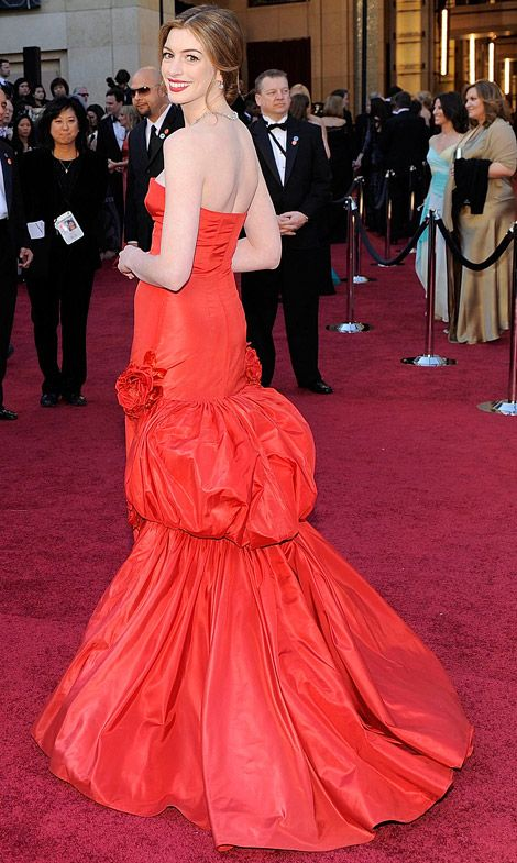 bebe316c valentino dresses | Anne Hathaway's Red Valentino Dress For 2011 ...