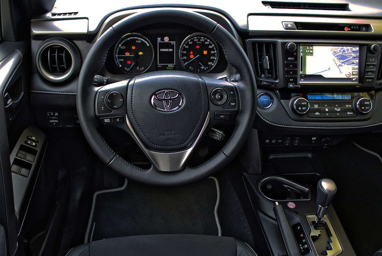 2016 Toyota RAV4 Hybrid 2 5 VVT-i Innenraum Cockpit Interieur