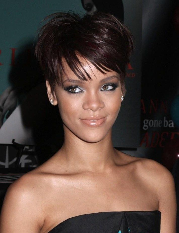Idee Coupe Courte Rihanna Short Hair Coiffure Rihanna Coupe De Cheveux Modele Coupe Courte