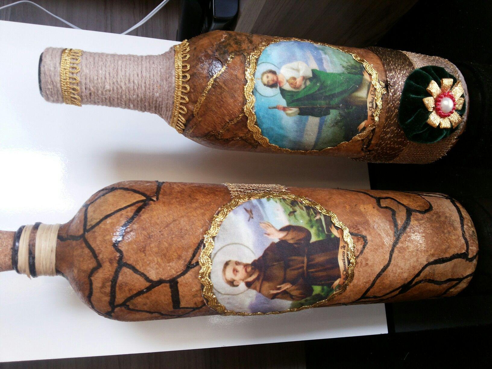 Garrafas decoradas com filtro de café e decoupagem em tecido digital de São Francisco de Assis e São Judas Tadeu
