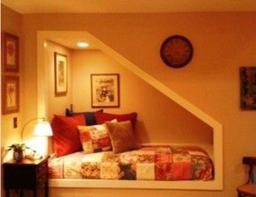 Bettnische, Unter Treppen Bett, Keller Schlafzimmer, Niedrige Decke Keller,  Kellerplanung, Keller Ideen, Keller Auffrischung, Landschaftsbau,  Arquitetura