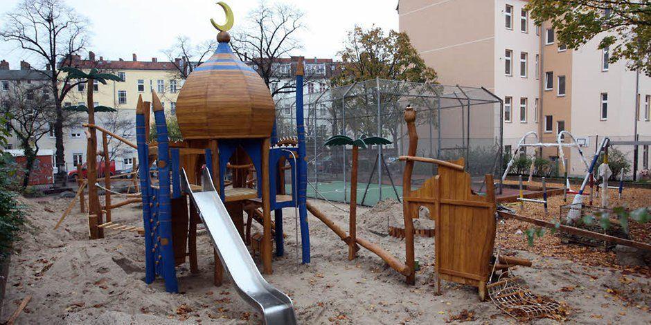Der neue Spielplatz an der Walterstraße: Einfach nur ein Spielgerät oder das Symbol einer Moschee?