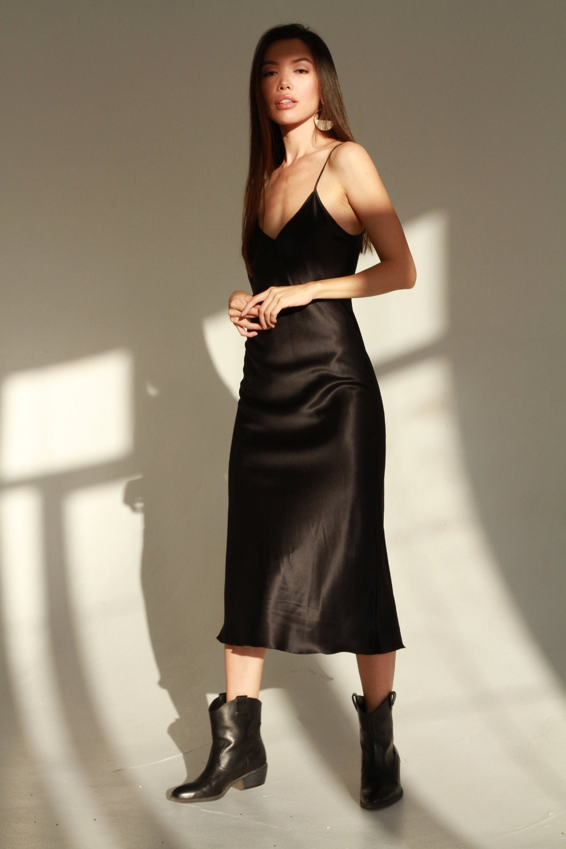 Natural Silk Slip Dress Black Midi 100 Silk Cami Dress Black Etsy Slip Dress Silk Cami Dress Silk Slip Dress [ 1500 x 1000 Pixel ]