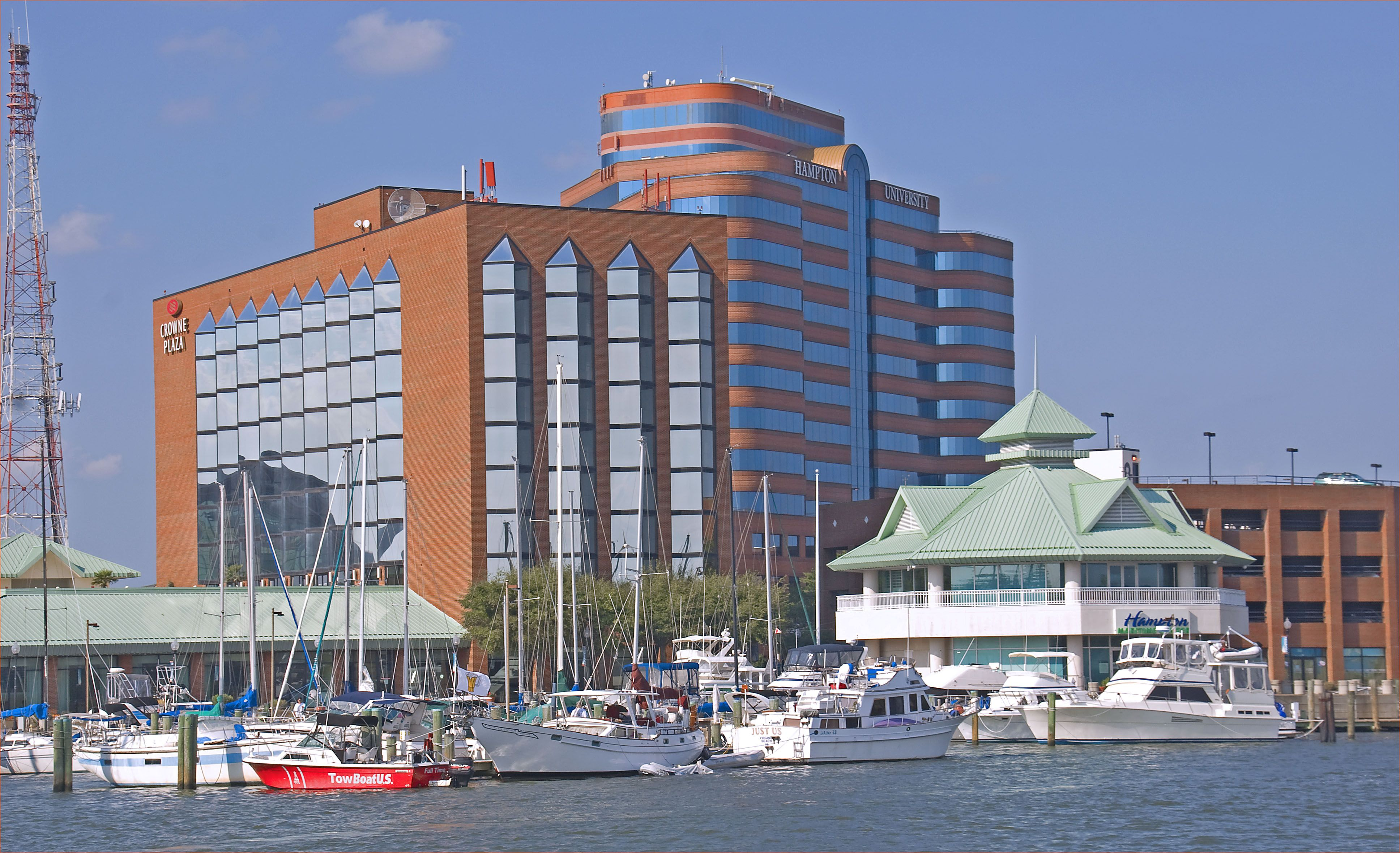 Crowne Plaza Hotel Hampton University And Marina