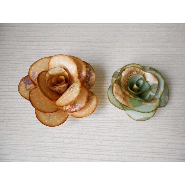 ¿Te gustaría hacer estas flores de papel?En mi canal de Youtube tienes un fácil…