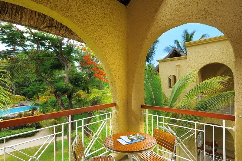 Resultado de imagen de stylish and welcoming architecture with gardens