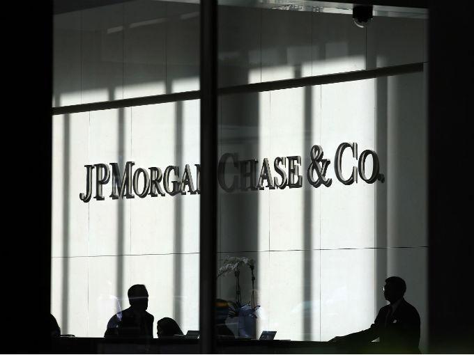 UE impone multa récord de 1,700 mde a 6 bancos Bancos