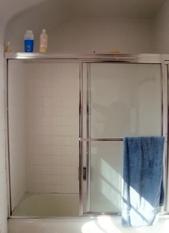Removing Old Bulky Shower Doors Is Much Easier Than You Think Bathroom Shower Doors Shower Doors Replace Shower
